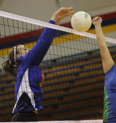 """<div class=""""source"""">John Overby</div><div class=""""image-desc"""">Senior Mackenzie Messer and the Commanderettes played the East Jessamine Jaguars close but continued on their recent losing streak with a five-set loss.</div><div class=""""buy-pic""""><a href=""""http://web2.lcni5.com/cgi-bin/c2newbuyphoto.cgi?pub=023&orig=01img_8521.jpg"""" target=""""_new"""">Buy this photo</a></div>"""