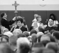 """<div class=""""source"""">Photo by SCC Communications</div><div class=""""image-desc"""">Carlotta Brussell, director of human resources at St. Catharine College and staff member of the year, led the procession on May 11 during the 81st St. Catharine College commencement.</div><div class=""""buy-pic""""></div>"""