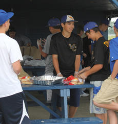"""<div class=""""source"""">Photo by Brandon Mattingly</div><div class=""""image-desc"""">The WCHS baseball team served hamburgers, hot dogs and ribeye sandwiches on Friday at Idle Hour Park for a fundraiser.</div><div class=""""buy-pic""""><a href=""""http://web2.lcni5.com/cgi-bin/c2newbuyphoto.cgi?pub=023&orig=IMG_0369.JPG"""" target=""""_new"""">Buy this photo</a></div>"""