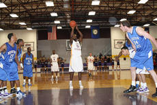 """<div class=""""source"""">Photo by SCC Sports Information</div><div class=""""image-desc"""">Williams averaged 15 points and seven rebounds in his two years at St. Catharine College before embarking on his career with the Cincinnati Slam and his current tour with the Harlem Globetrotters.</div><div class=""""buy-pic""""></div>"""
