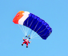 """<div class=""""source"""">Photo submitted</div><div class=""""image-desc"""">Santa parachuted from the sky to meet children at the Lebanon - Springfield Airport. </div><div class=""""buy-pic""""></div>"""
