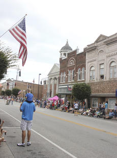 "<div class=""source"">Photo by Brandon Mattingly</div><div class=""image-desc"">Local residents and guests lined Main Street in Springfield in anticipation of the start of the parade.</div><div class=""buy-pic""><a href=""/photo_select/15101"">Buy this photo</a></div>"