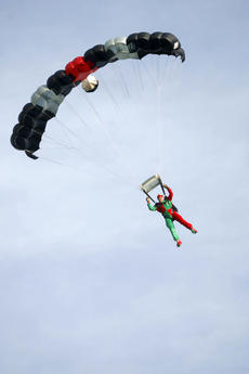"<div class=""source"">Sun file photo</div><div class=""image-desc"">Santa and his elves will parachute into Springfield on Saturday at the Lebanon - Springfield Airport. </div><div class=""buy-pic""><a href=""http://web2.lcni5.com/cgi-bin/c2newbuyphoto.cgi?pub=023&orig=elf%2B2_0.jpg"" target=""_new"">Buy this photo</a></div>"