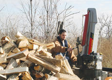 "<div class=""source"">Jimmie Earls</div><div class=""image-desc"">Dustin Kouns of Nicholasville kept the wood splitter humming along at isaiah House in Willisburg. Kouns is a resident of Isaiah House, a drug and alcohol rehabilitation center, and the wood is used as part of the facility's outreach ministry.</div><div class=""buy-pic""><a href=""/photo_select/1779"">Buy this photo</a></div>"