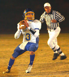 """<div class=""""source"""">Jeff Moreland</div><div class=""""image-desc"""">Sophomore quarterback Trae Abell rolled out before making a pass in Friday's opening round playoff game against Monroe County. The Commanders fell 42-7 in the opener. Abell completed 8 of 15 passes for 105 yards, including a 42-yard touchdown pass to Ben </div><div class=""""buy-pic""""><a href=""""/photo_select/6633"""">Buy this photo</a></div>"""