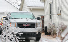 """<div class=""""source"""">Jeff Moreland</div><div class=""""image-desc"""">As snow and ice fell Wednesday, power was out in many areas of Washington County. This home in Springfield had its electric meter fall from the side of the house and across a vehicle in the driveway.</div><div class=""""buy-pic""""><a href=""""/photo_select/2326"""">Buy this photo</a></div>"""