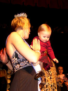 """<div class=""""source"""">Photo submitted</div><div class=""""image-desc"""">Glasscock received a hug from her daughter, Joslin, after being named Mrs. Kentucky International recently.</div><div class=""""buy-pic""""></div>"""