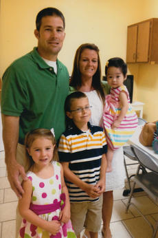 "<div class=""source"">Photo submitted</div><div class=""image-desc"">Bobby Joe Mattingly and Amanda Mattingly are pictured with their children, from left, Anna Kate, 5, Isaiah, 7, and Emma Grace, 21 months.</div><div class=""buy-pic""></div>"