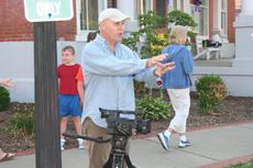 "<div class=""source""></div><div class=""image-desc"">Michael Breeding, winner of Springfield's first Hometown Hero Award, directs filming of a Simpson's video for the city in 2007.         </div><div class=""buy-pic""></div>"