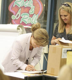 """<div class=""""source"""">Jeff Moreland</div><div class=""""image-desc"""">DeVona Hickerson signed her contract after being named the new principal at Washington County Elementary School Friday as Washington County Superintendent of Schools Robin Cochran looked on.</div><div class=""""buy-pic""""><a href=""""/photo_select/4381"""">Buy this photo</a></div>"""