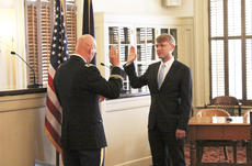 """<div class=""""source"""">Photo by Brandon Mattingly</div><div class=""""image-desc"""">Cocanougher delivers Riney's commissioning, officially making him a member of the U.S. Army.</div><div class=""""buy-pic""""><a href=""""http://web2.lcni5.com/cgi-bin/c2newbuyphoto.cgi?pub=023&orig=thomas2.jpg"""" target=""""_new"""">Buy this photo</a></div>"""