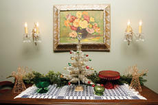 """<div class=""""source"""">Jesse Osbourne</div><div class=""""image-desc"""">Decorations adorn the entrance hallway to Norma Jean and Virgil Campbell's home on Bardstown Road. </div><div class=""""buy-pic""""><a href=""""http://web2.lcni5.com/cgi-bin/c2newbuyphoto.cgi?pub=023&orig=tour3.jpg"""" target=""""_new"""">Buy this photo</a></div>"""