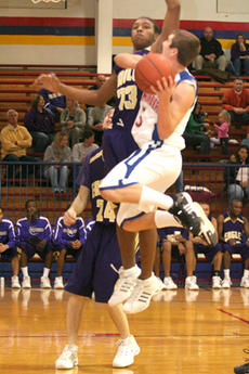 "<div class=""source"">Jimmie Earls</div><div class=""image-desc"">Junior Alex Simms goes to the hoop against a Campbellsville defender in Wednesday night's action. The Commanders took a 56-39 loss from the Eagles.</div><div class=""buy-pic""><a href=""http://web2.lcni5.com/cgi-bin/c2newbuyphoto.cgi?pub=023&orig=web-asimms.jpg"" target=""_new"">Buy this photo</a></div>"