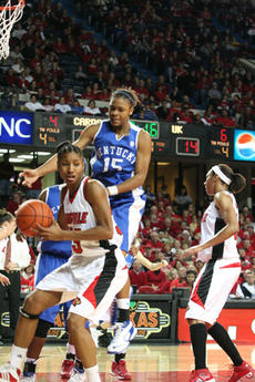 """<div class=""""source"""">Jimmie Earls</div><div class=""""image-desc"""">Brittany Edelen leaps over Louisville's Angel McCoughtry during a 75-59 loss to the Lady Cardinals on Dec. 14.</div><div class=""""buy-pic""""><a href=""""/photo_select/4890"""">Buy this photo</a></div>"""