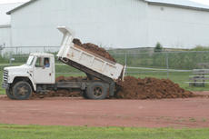 "<div class=""source"">Jimmie Earls</div><div class=""image-desc"">In an effort to solve a drainage problem, workers were busy last week dumping truckloads of dirt onto the softball field at Idle Hour Park.</div><div class=""buy-pic""><a href=""http://web2.lcni5.com/cgi-bin/c2newbuyphoto.cgi?pub=023&orig=web_20100721_park_dirt.jpg"" target=""_new"">Buy this photo</a></div>"