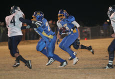 """<div class=""""source"""">Photo by Jimmie Earls</div><div class=""""image-desc"""">Commander running back Qwan Turner, right, takes the ball up the middle while Jordan Wright provides a block.</div><div class=""""buy-pic""""><a href=""""/photo_select/7225"""">Buy this photo</a></div>"""