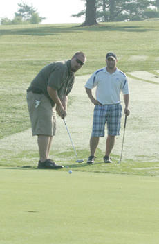"""<div class=""""source"""">Jimmie Earls</div><div class=""""image-desc"""">Commander coaches Nate Van Sickle, left, and Eric Sagrecy, right, play the 13th hole at Lincoln Homestead Golf Course Saturday morning.</div><div class=""""buy-pic""""><a href=""""http://web2.lcni5.com/cgi-bin/c2newbuyphoto.cgi?pub=023&orig=web_golf_vansicklesagrecy.jpg"""" target=""""_new"""">Buy this photo</a></div>"""