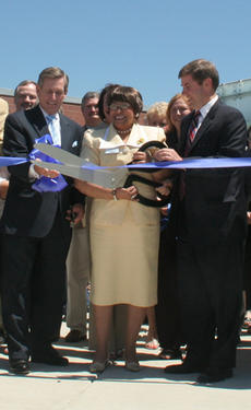 """<div class=""""source"""">Jimmie Earls</div><div class=""""image-desc"""">President and CEO of Elizabethtown Community and Technical College Dr. Thelma White, center, formally dedicated the college's new Springfield campus Thursday afternoon. Assisting White with the cutting of the ribbon were Kentucky Community and Technical C</div><div class=""""buy-pic""""><a href=""""/photo_select/2280"""">Buy this photo</a></div>"""