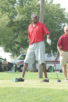 "<div class=""source"">Jimmie Earls</div><div class=""image-desc"">Former NBA pro and current U of L assistant basketball coach Walter McCarty tees off on the first hole.</div><div class=""buy-pic""><a href=""/photo_select/1907"">Buy this photo</a></div>"