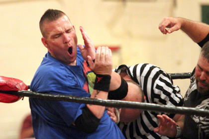 Al Steele faked a blow to the face while the referee wasn't looking. Steele won the match by disqualification.