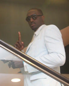 """<div class=""""source"""">Jeff Moreland</div><div class=""""image-desc"""">Former Kentucky basketball star Patrick Patterson posed for a photo as he headed to Millionaire's Row at Saturday's Kentucky Derby.</div><div class=""""buy-pic""""><a href=""""/photo_select/8605"""">Buy this photo</a></div>"""
