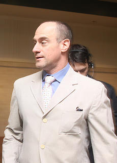 "<div class=""source"">Jeff Moreland</div><div class=""image-desc"">Actor Christopher Meloni of Law and Order SVU left the red carpet and headed into Millionaire's Row at Saturday's Kentucky Derby.</div><div class=""buy-pic""><a href=""/photo_select/8608"">Buy this photo</a></div>"