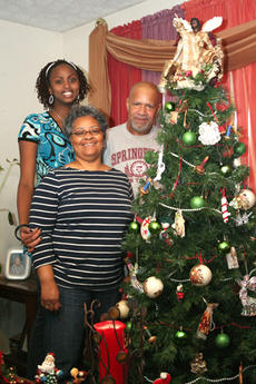 "<div class=""source"">Jimmie Earls</div><div class=""image-desc"">Ange Umulisa, back, a 16-year-old from Rwanda, helped her new family, Jim and Pam Grundy of Springfield, put up the family Christmas tree. Umulisa came to live with the Grundys in October, and has become active in school and extracurricular activities, in</div><div class=""buy-pic""><a href=""http://web2.lcni5.com/cgi-bin/c2newbuyphoto.cgi?pub=023&orig=web-ange.jpg"" target=""_new"">Buy this photo</a></div>"