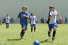 """<div class=""""source"""">Jimmie Earls</div><div class=""""image-desc"""">Nick Alcorn, left, races Justin Shelton, right, to the ball while Shelton's teammate Sara Tucker, center, follows the action in the fourth grade and up league.</div><div class=""""buy-pic""""><a href=""""/photo_select/3486"""">Buy this photo</a></div>"""