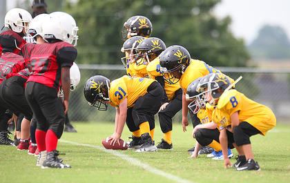 The Washington County Gold team lines up for a play on offense Saturday.