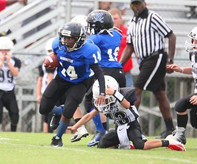 JaKiston Thompson runs the ball for Washington County Blue during youth football action.